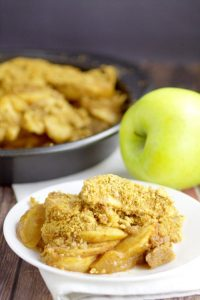 Apple Brown Betty Recipe- Quick and easy apple dessert recipe to make. Apples bakes with graham crackers, butter and brown sugar. Perfect easy alternative to apple pie!