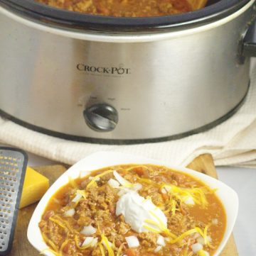 Crockpot Beef Chili made with a classic ground beef chili recipe, simmered to comfort food perfection in the slow cooker. Top with your favorites like cheese, onions, or crackers.Delicious, amazing chili, the easy way. Mmm... This looks so good!