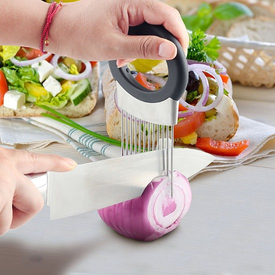Amazing and unique kitchen gadgets that you need right now! These will make your whole life easier and turn your kitchen upside down. Everyone needs these!