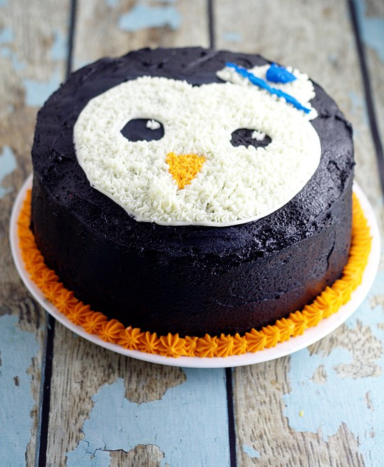 Peso Birthday Cake for an Octonauts birthday party.  A simple but adorable penguin Peso Cake tutorial that your Octonauts fanatic will love.  Awww. My little guy would love this!