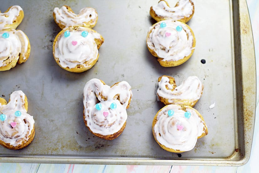 Easy Bunny Cinnamon Rolls. An easy but adorable and festive breakfast, these Bunny Cinnamon Rolls are perfect for a simple Easter morning breakfast. And the kids will love them! Aww. So cute!