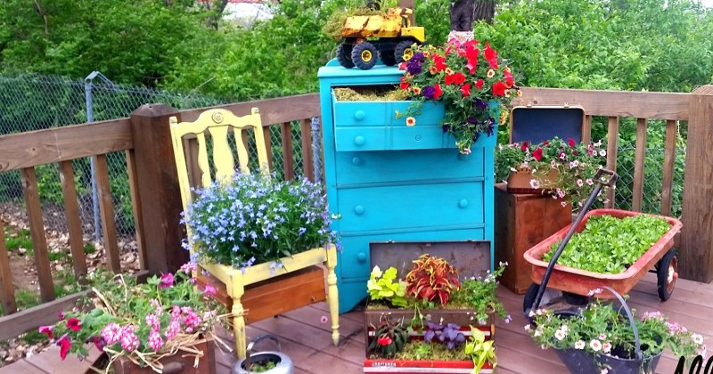 Summer DIY Backyard Projects - 32 frugal, fun, and easy DIY Backyard Projects for Summer to add some eye-catching fun and curb appeal to your home and yard. Love these ideas.  They'll make our yard look so pretty!