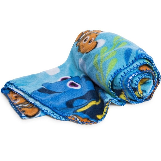 Finding Dory Blanket - 15 Finding Dory Gift Ideas - Finding Dory Gift Guide with 15 adorable and fun Finding Dory Gift Ideas that are perfect for the Finding Dory fan in your life. Perfect gift ideas for kids for Christmas and birthdays!