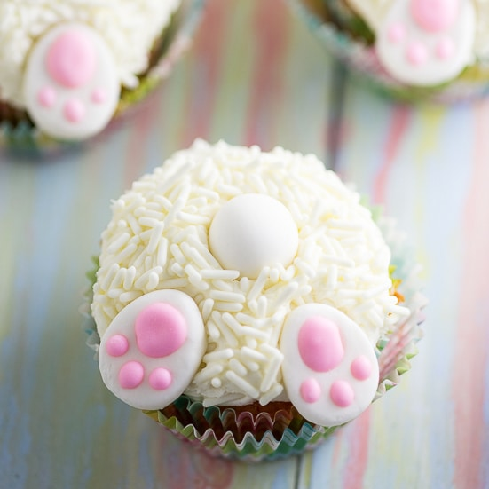 Bunny Butt Cupcakes tutorial - Make these adorable and easy Bunny Butt Cupcakes as a silly Easter treat for kids. Little bunny butts on top of your favorite cupcakes will make the cutest Easter cupcakes around!