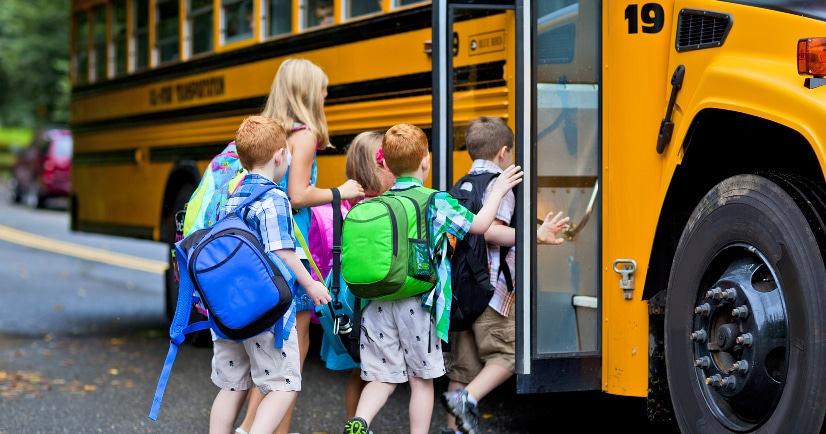 How to Make School Mornings Run Smooth - Make sure your school mornings are quick, easy, and stress-free, with these 8 simple tips for how to make school mornings run smooth! Parenting Tips