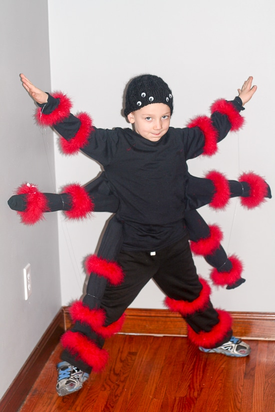 Diy spider costume for kids diy halloween costume diy spider costume for kids make this easy fun and creepy diy spider solutioingenieria Gallery
